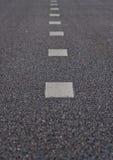 Estrada asfaltada com tiras de uma marcação Fotografia de Stock Royalty Free