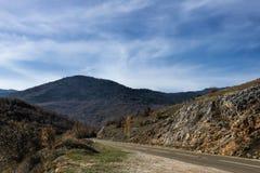 Estrada asfaltada da montanha imagens de stock