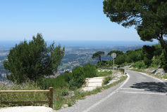 Estrada asfaltada de Mont Faron Toulon France fotografia de stock royalty free