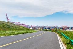 Estrada asfaltada e terminal de recipiente Fotografia de Stock Royalty Free