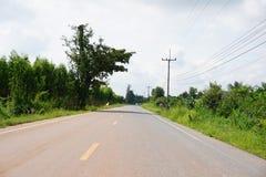 Estrada asfaltada no país Chachoengsao Tailândia Fotografia de Stock Royalty Free