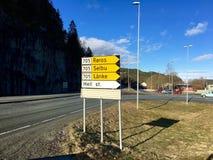 A estrada assina dentro Noruega Imagens de Stock Royalty Free