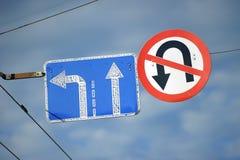 A estrada assina dentro o céu Imagem de Stock Royalty Free