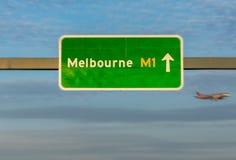 A estrada assina dentro o estado de Victoria, Austrália Imagens de Stock