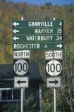 A estrada assina dentro Vermont Imagens de Stock