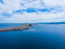 A estrada atlântica em Noruega foto de stock