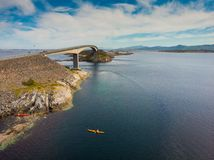 A estrada atlântica em Noruega fotografia de stock