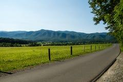 A estrada através da angra de Cades Fotografia de Stock Royalty Free