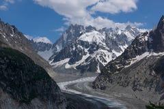 A estrada através das montanhas rochosas e da geleira Fotografia de Stock