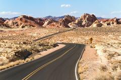Estrada através do vale do parque estadual do fogo Imagens de Stock Royalty Free