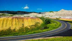 Estrada através dos montes no parque nacional do ermo Foto de Stock Royalty Free