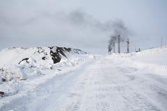 Estrada a Barentsburg - cidade do ártico do russo Fotografia de Stock Royalty Free