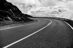 Estrada bonita da montanha em Tenerife Conceito do curso da estrada Aventura do curso de carro Fotos de Stock