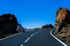 Estrada bonita da montanha em Tenerife Conceito do curso da estrada Aventura do curso de carro Fotografia de Stock Royalty Free