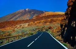 Estrada bonita da montanha em Tenerife Conceito do curso da estrada Aventura do curso de carro Fotos de Stock Royalty Free
