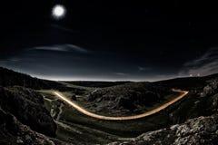 Estrada bonita da montanha na noite Fotografia de Stock Royalty Free