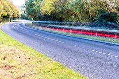 Estrada BRITÂNICA no outono fotos de stock