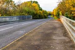 Estrada BRITÂNICA no outono imagem de stock