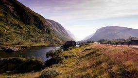 Estrada cênico através de um vale bonito em Noruega Imagem de Stock Royalty Free