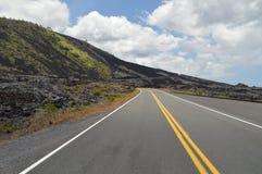 Estrada cercada pela lava imagem de stock