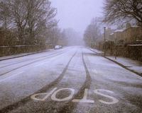Estrada coberta na neve. Imagens de Stock Royalty Free