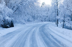Estrada coberto de neve Fotos de Stock Royalty Free