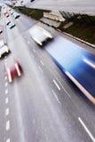 Estrada com lotes dos carros Fotografia de Stock Royalty Free