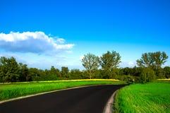A estrada com a paisagem rural Foto de Stock Royalty Free