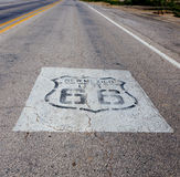 Estrada com rota 66 nela Foto de Stock Royalty Free