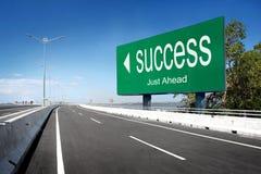 Estrada com sinal do sucesso Fotografia de Stock Royalty Free