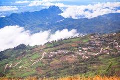 Estrada curvada em montanhas Imagens de Stock Royalty Free
