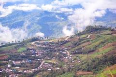 Estrada curvada na montanha Fotos de Stock