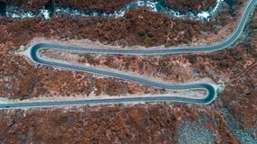 Estrada da altura Tiro da vista aérea de um dron fotografia de stock