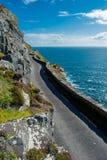 Estrada da costa da única trilha na cabeça de Slea na Irlanda Fotos de Stock Royalty Free