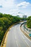 Estrada da curva na cidade Fotos de Stock Royalty Free