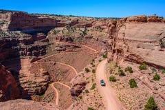 Estrada da fuga de Shafer do enrolamento no parque nacional de Canyonlands, Moab Utá EUA Imagens de Stock Royalty Free