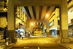 Estrada da megalópole na noite fotos de stock