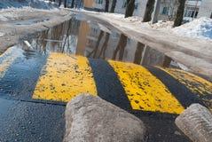 Estrada da mola e última neve Imagens de Stock Royalty Free