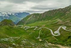 Estrada da montanha Áustria Paisagem surpreendente com picos de montanha nevado da estrada Parque nacional de Tauern Fotografia de Stock Royalty Free