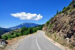 Estrada da montanha com fundo da natureza imagem de stock