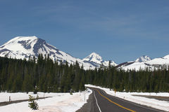 Estrada da montanha da cascata Imagens de Stock
