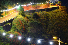 Estrada da montanha do enrolamento na noite Imagens de Stock Royalty Free
