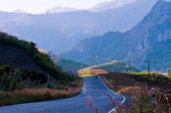 Estrada da montanha do país em nan Tailândia Fotografia de Stock Royalty Free