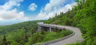 Estrada da montanha do verão Fotos de Stock Royalty Free