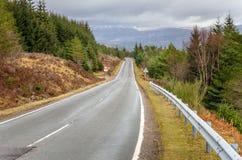 Estrada da montanha e céu nebuloso Fotografia de Stock Royalty Free