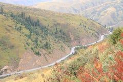 Estrada da montanha em Tibet fotos de stock royalty free