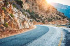 Estrada da montanha no por do sol em Europa Paisagem Foto de Stock Royalty Free