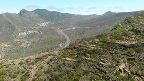A estrada da montanha revela video estoque