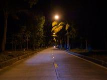 Estrada da noite de Ko Phangan imagem de stock