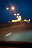 A estrada da noite na cidade Fotos de Stock